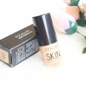 Finnaly I've tried this famous cheap foundation 😝! Is it good beyond the price? Read the review by click link on bio or bit.ly/focallurefoundation . . . #clozetteid #potd #cute #bblogger #like4like #instagood #flatlay #photooftheday #pinterest #l4l #f4f #beauty #beautyaddict  #beautybloggerid  #indonesianbeautyblogger focallure #makeup #foundation #makeupjunkie #makeupaddict  #femaledailynetwork