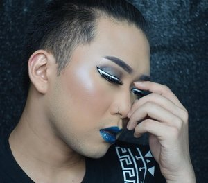 As i promised yesterday, i will tell you which @nyxcosmetics_indonesia 's products i used to create this #Cromatics Look. . DEETS: NYX Total drop control foundation in Buff Chamois from @sociolla NYX Prismatic eyeshadow in Smoke & Mirrors NYX White Liquid Liner  NYX Duo Chromatic Illuminating Powder in Twilight Tint NYX Cosmic Metals Lip Cream in Dark Nebula . . . . . . #NYXcosmetics #NYXCosmeticsID #Chromaticlook #Chromaticmakeup #makeuptutorial #makeupjunkie #makeupaddict #menwithmakeup #malebeauty #malebeautygram #ibv #ibvsquad #hudabeauty #indobeautygram #indobeautyvlogger #ivgbeauty #indovidgram @indovidgram @indobeautygram @hudabeauty #clozetteid #undiscoveredmua #beautyblogger #beautyvlogger #review #makeupreview