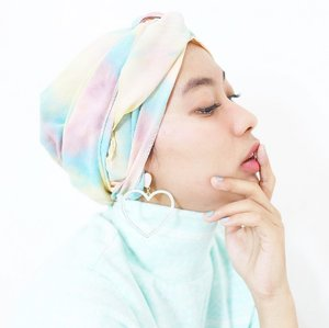 I decide my vibe. Turban :  @winonamodest 💕 Earring : @butikdewidotcom 💕 And really love my new eyelash extension by @sugarushwaxing 💕 . . . . . . #clozetteid #starclozetter #instadaily #potrait #selfpotrait #instagood #whiteaddicted #makeitpotraits #LYKEambassador #turbanstyle #turban #hijabstyle #hijabfashion #modestfashion