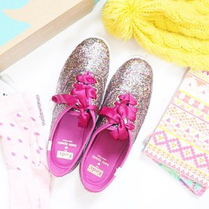 Note : They'll lose some shine with wear, but will always add a sparkle to your step 🐾 . . . . . . . #keds #kedskatespade #flatlay #flatlaystyle #flatlaysquad #whitetable #whiteaddicted #flatlaynation #shoes #glitter #kedsid #kedsindonesia #clozetteid #pinkaddicted #tumblrpost #tumblrgirl #ggrep