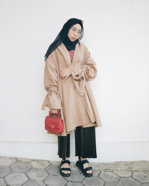 I do actually live in this outer from @shopatvelvet 💕 This is not a sponsored post tho. I just wanna share how lovely this outer is. . . . #ladyuliastyle #clozetteid #fashionblogger