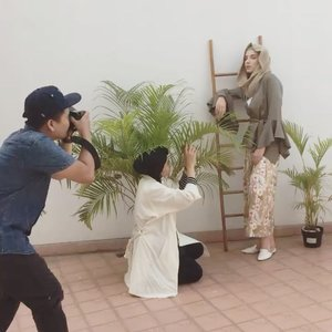 This is one of the reason of why I love my job as a fashion stylist. #teamjongkokpegangindaun #bts for @alezalabel #aleza #alezalabel . Thank you bu @diademona for the video 😂😂😘 . . . #clozetteid #fashionstylist #happiness