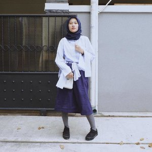 Currently in love wearing oversized outfit. More safety yet comfortable. Top from @savilaofficial ______ #LYKEambassador #clozetteid #bloggerstyle #outfitoftheday #urbanoutfitters #hijabfashion #hijabmodesty