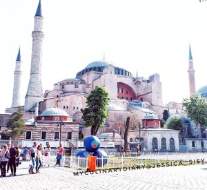 Hagia Sophia One of my favorite place in Turkey. Must visit place! . . Hop over to myculinarydiarycom.wordpress.com/TRAVEL to see my experience in abroad. #sisytravelingdiary #istanbul #ayasofya #mosque . . . . . . #clozetteid #wisata #travel #igtravel #travelgram #buzzfeed #photography #holiday #turkey #turkiye #cappadocia #kapadokya #desert #dubai #photography #photooftheday #foodoftheday #cakedecorating #photoshoot #fujifilm