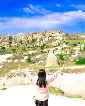 Beautiful view from Goreme, Cappadocia, Turkey. God's work is so amazing! If I had a chance to go back to Turkey, I will definitely come back to thie place. Spending 22 hours from Istanbul to Cappadocia, climbing to the hill, and struggling with the heat of the sun just to have this photoshoot.I hope that @jcb_indonesia can make my wish comes true.. .Hop over to myculinarydiarycom.wordpress.com/TRAVEL to see my experience in abroad.#sisytravelingdiary #traveljourney #ootd #ootdfashion #terfujilah......#clozetteid #wisata #travel #igtravel #travelgram #buzzfeed #europe #holiday #turkey #turkiye #cappadocia #kapadokya #desert #dubai #photography #photooftheday #foodoftheday #cakedecorating #photoshoot #fujifilm #beautifuldestinations