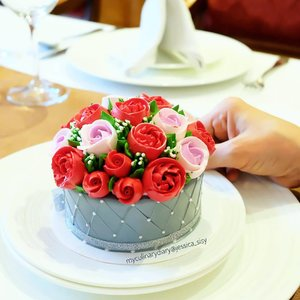 Happy Valentine's Day everyone ❤❤.#valentinesday #valentine #rose #rosecake........#food#clozetteid#foodphotography#instabuzz#photooftheday#beautifulcuisines#foodstagram#foodgasm#foodnetwork#discoverymeal#appetitejournal#eatfamous#flatlay#eatfreedayid#eeeeats#flower