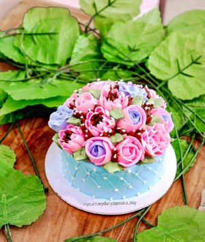 Beautiful tiny cake for birthday!Too cute to be eaten 😍.Check out myculinarydiarycom.wordpress.com for more awesome post! Link is on my bio and my Zomato/Jessica Adi or Pergikuliner/Jessica Sisy for more food reviews#myculinarydiary #clozetteid........#food #cake #birthdaycake #flowercake #foodgram #foodaddict #foodshare #foodphotographer #cakedecorating #foodphotography #raisa #photooftheday #beautifulcuisines #foodstagram #foodgasm #foodnetwork #discoverymeal #appetitejournal #eatfamous #flatlay #foodoftheday #dessert #kulinerjakarta #foodstylist #foodvsco #eatfreedayid #kulineraddict #eeeeats