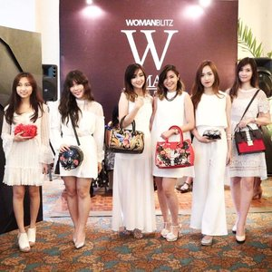 In White with beauty blogger n vlogger Surabaya on Woman Trunk 2017💋  Sponsored by : @ellysagita from @menail.shop @menail.salon, @egieaksana from @egie.room @nancywongcouture !  Organized by @womanblitz and supported by @sbybeautyblogger  Also supported by : @bumisurabaya @fanny_blackrose  @makeoverid @lasalleindonesia @wmodels_id @id_etcetera @uniart_id @dnetprovider @safecare  #WBxSbbWomanTrunk #WomanTrunkShow2017
