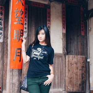 Be your own kind of beautiful babe 💃🏻 Here i am wearing customize t-shirt from @aha.products that specialize made for @sbybeautyblogger 💋 • • Check out all of my pics while in China on #abellincn  #lykeambassador #cotd #beautynesiamember #clozetteid