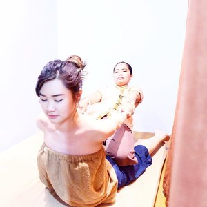 Thai Massage in @khanaspa 🔥This spa's stretched your muscle, since i'm not routine doing exercise this treatment is 👌🏻. It's a bit hurt but turns good after the treatment done!•ENJOY #KhanaAnniversary10% ,Just by ss this picture and show it to the cashier for claim disc 10% all khana treatments (this promo NOT VALID for khana member and nail treatments).Last but not least! There's a Giveaway worth 400k just check out their ig @khanaspa 💦•••#abellreview #sbbxkhanaspa #clozetteid #cotd