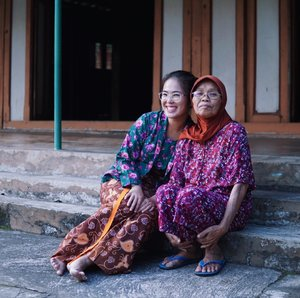 Meet Mbah Wandi, she's 75 and still super energetic. Full of love and smile. 🤗 @wayang.village  #wayangvillagekepuhsari #explorewonogiri #thejournale  #thejournalejourney  #clozetteid