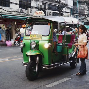 They said riding Tuktuk in Bangkok might be expensive, especially if you're a tourist. But I think we should try riding it for at least once. . . . . . #ClozetteID #StarClozetter #explorebangkok #explorethailand #bkk #thailand #thai #rickshaw #autorickshaw #tuktuk #bangkoktuktuk #thaituktuk #peopleinframe #inframe #street #streetphoto #streetphotography #bangkok #2017 #travel #trip #chinatown #bkkchinatown #bangkokchinatown