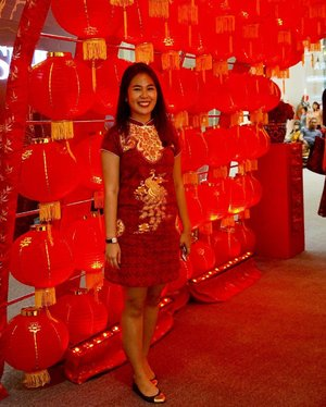 At first I was shy to wear this Cheongsam Dress for today's event. But, who cares? Here is my #OOTD, special for SK-II Suminagashi Phoenix CNY event with my fellow Clozetters. Join us by coming to Main Atrium of Central Park Mall. Dapetin promo CNY limited edition set hemat hingga 45% hanya di atrium event CNY Central Park Mall. ❤❤❤ #SKII #changedestiny #SKIIGifts #SKIICNY_ID #wanitaphoenix #ClozetteID #StarClozetter
