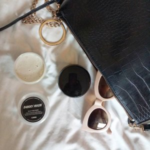 Let's stay hydrated in this unpredictable weather  #clozetteid #mood #lushjellyfacemask #lushcosmetics #ilamasqua #ilamasquadhydraveil #visitbkk #flatlay #whywhiteworks #aesthetic #tumblrgirl #l4l #goodvibesonly #franciscacjvisualdiary #blissandglaze