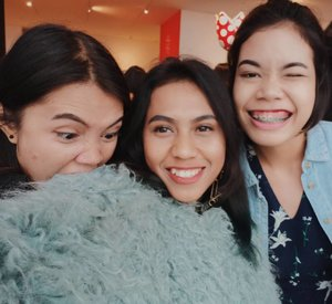 Rolling with the girls 👩👧👩Ps: I'm a green fluffy monsta#clozetteid #magirls #girlgang #jalapranginsider #friendship #girlsdayout #eyebrowsonfleek #makeuponpoint #onefineday #weekendvibes #goodvibesonlyplease #goodlife #tumblrgirl #aesthetic #blissandglaze #vsvo #l4l