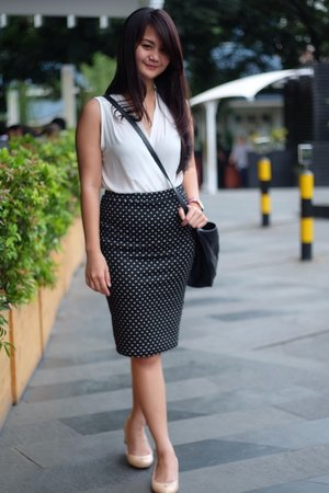 Its all about comfort :)  I was wearing Polkadots Skirt Ucita Pohan by PinkEmma +  sleeveless  blouse. Photo captured by lovely Ucita Pohan :)