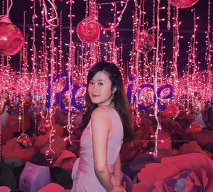 "Attending Rejoice Perfume Shampoo Launch Event earlier today. This was taken at ""The Infinity Room"" beautiful isn't it?🌷💕 #RejoicePerfumeShampoo #RejoiceInfinityRoom . . . #beautynesiamember #clozetteid #beautybloggerid"
