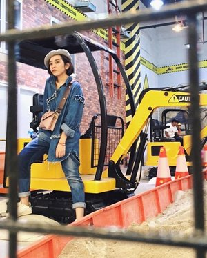 That moment when you were more excited than a 4 years old boy. My sister took more than 20 pics of me at @kidsatworkjakarta This place taught everyone things that we never learn at school. This place more like a construction park, and everyone can use and learn more about the real life excavator. . . . #clozetteid #mood #fashion #art #fashionpeople #fashionpeople #fashiondesigner #fashiondesignerindo #fashiondesignerslife #ootd #ootdindonesia #ootdindo #fashionblogger #blogger #bloggerstyle #fashiondiaries