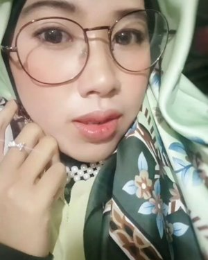So chubby 🤓❣...#GoodMood #셀피 #통통한 #selfie #fullfacemakeup #chubby #naturallook #naturalmakeup #koreanmakeup #happy #photooftheday #clozetteid #imwearing #style #hijabstyle #beauty #everydaymadewell #hijab #mystyle #hijaboftheday #instastyle #fashion #fashiondaily #selfmade