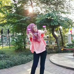 See you later, holiday...❣❣It's time to fight back 💪🤑🤑💪...#GoodMood #morningtime #selamatpagi #sunrise #park #garden #inthepark #gardenlove #smile #셀피 #통통한 #fingerheart #hearteu #selfie #happy #photooftheday #hotd #ootd #clozetteid #todayimwearing #outfitoftheday #hijabstyle #everydaymadewell #hijab #mystyle #hijaboftheday #fashion #fashiondaily #streetstyle #lifestyle