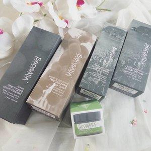 5 hari ke depan aku bakal mengulas lima produk terbaru dari @sensatia_botanicals. Sudah siap kekep dompet semuanya? 😂Yang gak kuat iman dan lagi bokek, coba kode pasangannya ya. Kalau punya sih.#bbbxsensatiabotanicals #vinasaysbeauty
