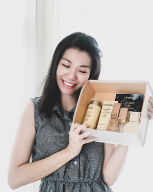 Been using this @clinelleid Caviar Gold series for 2 weeks. What inside the box are: - Caviar Gold Firming Cleanser - Caviar Gold Firming Lotion (Toner) - Caviar Gold  Firming Eye Serum - Caviar Gold Firming Serum - Caviar Gold Firming Cream - Caviar Gold Firming Mask —— I experience no irritation, rash, redness, breakouts. These Caviar Gold series work well for my skin with adjusted amount of usage for each product (due to my sensitive oily skin). I love how it moisturize my skin, quick absorbtion, make my skin supple, and it's also paraben free! For full review, click the link on my bio ☺️ Get @clinelleid products at nearest Guardian store :) . . . #projectcollabswithangelias  #clozetteid #clinelleindonesia #clinellecaviargold #skincarereview #clinellereview #makegirlz #beautyblogger #lifestyleblogger #bloggersurabaya #surabayablogger #endorseangeliasamodro