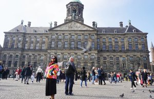 Dulu katanya bekas istana  skrg jd alun alunnya banyak yg aneh2 disini... jadi monoloid,campaign agama, demo ...meriah pokoknya #throwback #1000photos #whenuinnetherland #netherlands #amsterdam #traveller #worldtravel #tourist  #streetwear #europe #girltraveller #clozetteid #streetfashion #smallcity #onedaytrip #walk #walking #canalcruise #canalcity #cruise #fab #gorman #damsquare #damsquareamsterdam #touristday #bikecity #museum