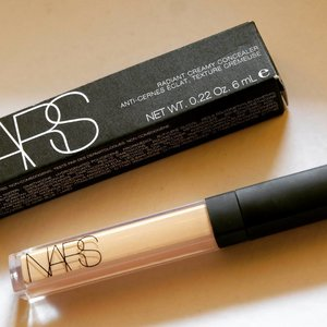 Blog updated! Review : @narsissist Radiant Creamy Concealer shade Custard ❤ www.duapuluhtujuhdesember.com #narsissist #nars #narsradiantcreamyconcealer #concealer #makeup #blogger #beauty #beautyreview #undereye #concealerreview #duapuluhtujuhdesember #indonesianbeautyblogger #bbloggers #fdbeauty #clozetteid #clozettedaily #beautyhacks #bloggerbabes