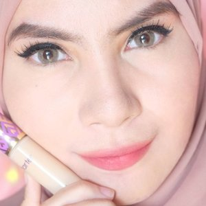 @tartecosmetics Shape Tape Contour Concealer for acne prone skin? Read my review on my blog ❤ www.duapuluhtujuhdesember.com #tarte #tartecosmetics #bbloggers #beautyvlogger #beautyblogger #indonesianbeautyblogger #bloggerbabes #starclozetter #vlogger #clozetteid #clozettedaily #fdbeauty #concealer #beautyreview #fotd