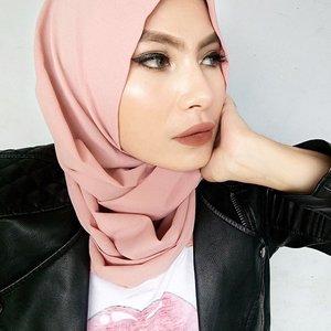 Let it be.#clozette #starclozetter #clozetteid #clozettedaily #fotd #hijab #duapuluhtujuhdesember #indonesianbeautyblogger #bbloggers #beautyblogger #makeup #wakeupandmakeup #chocomelt #stayyoungandfabulous ✌