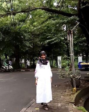 Street Style 😎😂 . #clozetteid #modestfashion #hijabootd #hijabootdindo #streetsyle