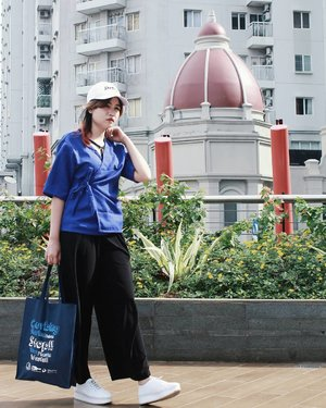 Blending blue 💙#whatiwear :- White baseball cap.I customized with text : 'DESIGN'yeah.. because i love design 😆- Bralette V-Strap.- Tied Up Kimono Top.- Cullote Pants.- Tote Canvas Bag. I get it from Coral Triangle Day's event. Hmm... i think it looks good for my ootd. hahaha.- White Hummels Platform Shoes...✨(tap for details)anyway, can you guess this place?......#OOTDIndo #OOTD #clozette #clozetteid #cotw #lookbookindonesia #indonesiafashionlook #fashion #streetstyle #fashionstyle #lookbook #style #SmartOOTD #fashiongram #fashionblogger #streetstyle #ootdindonesia #outfitshare #outfitoftheday #BTIndFashion #Breaktimeid #ootdidku #indonesian_blogger #adorableootd