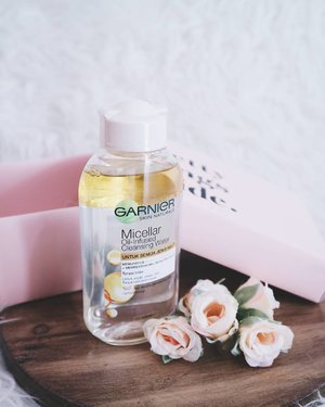 Nahh, ini dia yang ditunggu-tunggu. Yes! @garnierindonesia keluarin Micellar water! It's Micellar Oil-Infused Cleansing Water (mixed with Micelles and Argan Oil) that helps you clean out all heavy makeup but at the same time nourishing to the skin. Untuk semua jenis kulit dan kulitku termasuk yang berminyak, acne prone and quite sensitive, pas aku pake ini ga ada efek ketarik, panas, kering and gatel. And most of all, I really really love the smell, it's so nice OMG! You can read my full review on my blog, direct link on bio😘 THANKYOU @SOCIOLLA . . @beautyjournal #potd #potdindo #vscocam #vsco #vscophile #vscogrid #peoplescreatives #igdaily #instadaily #instastyle #photooftheday #justgoshoot #vscogood #clozetteid #clozettedaily #snapseeddaily #snapseed #canoneosm3 #canonm3 #eosm3 #photoshoot #exploretocreate #vscodaily #pink #sociolla #pinkbox #prettythingsinside #bloggerceria #review #beautyblogger