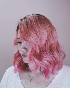 🌸Finally decided to paint my hair pink (again)Been wanting this color since april. So happy now I get it.Special thanks to mas @oong_hairdresser for patiently bleached my hair in 2 sessions, so it won't damaged. Also @pulpriotindonesia for this such great color. I've prepared tutorial vids that I'll upload on my YouTube channel soon. It's so long😣.....#clozetteID #pinkhair #deeshairjourney