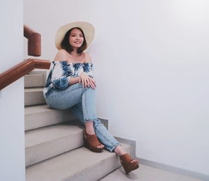 Attending @heavenlyblushyogurt x @cchannel_id Greek Secret Gathering. My outfit udah siap banget ke Yunani yah😍 Wearing top from @wear.primavera . . . . . . 📷: @vinasagita #heavenlyblushgreeksecret #greeksecretgathering #cchannel #cchannelid #clozetteid