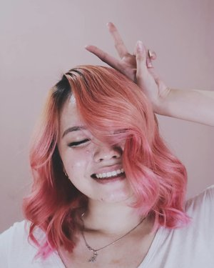 I hope I rock this pink hair perfectly ❤️I don't dye my hair for other people, I dye my hair for myself. Not to 'show' but to 'express' myself. Going to be pink for a while tho it fades so quickly cos I wash my hair everyday and not with colored shampoo........#clozetteID #pinkhair #deeshairjourney #cchannelid #potd #potdindo #vscocam #vsco #vscophile #vscogrid #peoplescreatives #igdaily #instadaily #instastyle #fashionblogger #photooftheday #justgoshoot #vscogood #clozetteid #snapseeddaily #snapseed #photoshoot #exploretocreate #vscodaily #love