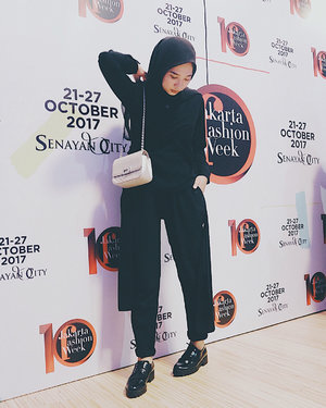 - Black on black for Jakarta Fashion Week 2018. - #tapfordetails #clozetters #clozetteid #ootd #jfw2018 #jakartafashionweek #blackonblack #blacklabel #ATSandME #pose #strikeapose #saturday #bloggerlife #fashion