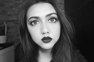 Stay Classy and Bold 💋 . . . . . . . . . . . . . . . . . . . #clozetteid #khansamanda #beautynesiamember #makeup #boldmakeup #hudabeauty #blackandwhite #beautyblogger #beautyvlogger #youtuber #indobeautygram #ivgbeauty #beautyvideo #makeuptutorial #beautytutorial #makeup #beautyguru #lykeambassador #beautyvideo #videooftheday #9gag #dagelan #makeupaddict #makeupjunkie #indobeautyvlogger #bloggermafia #makeupoftheday #nudemakeup #makeupparty #makeupwisuda