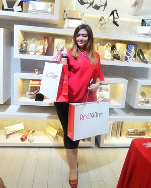 Congratulation for the new store @redwineshoes at Cibinong City Mall!! Having so much fun today at the opening ceremony of @redwineshoes 💖💖💖 Banyak banget discount yang super gila, model model tas dan sepatu nya super gemesin, dan yang pasti harganya jadi murah murah bangeet😍 dijamin kalap!! Yang weekend ini ga ngapa ngapain, jangan lupa mampir ke store terbarunya @redwineshoes di Cibinong City Mall yaaa😍💖 @redwineshoes @clozetteid #redwineshoes #clozetteid #clozetteidreview #RedWinexClozetteIDReview