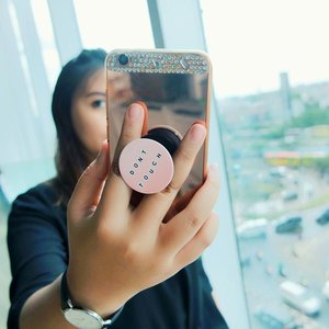 Got my pop socket from @popsocketsindo ! Desainnya lucu dan bikin mudah kita untuk pegang handphone.. 💖💖💖 Yang mau beli pop socket dengan harga yang terjangkau dan desain yang gemes gemes bisa banget di beli di @popsocketsindo ! 😍  Thankyou for sending me this cutie babe @popsocketsindo 😘😘😘😘 . . . . . . . . . . . . . . . . . . . . . . . . . . . . . . . #clozetteid #khansamanda #beautynesiamember #clozetteambassador #popsocket #popsockets #endorsement #endorseindo #beautyblogger #beautyvloggers #youtuber #influencer #openendorse #gadget #gadgetaccessories