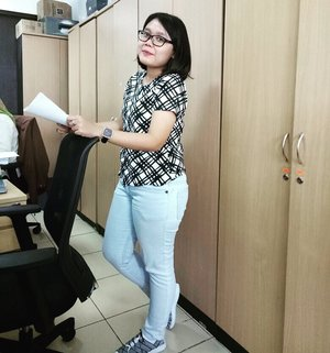 TGIF 📎 - #ootd #tgif #ootdid #work #worker #fashion #office #simple #clozetteid #clozette #lookbook #lookbookindonesia #photo #Jakarta #Indonesia #girls