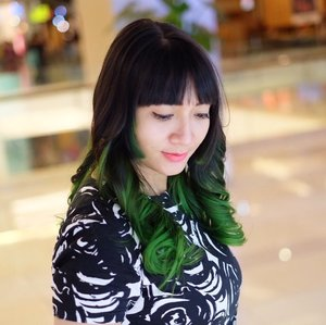 Inilah penampakan rambut baru. Thank you @irwanteamhairdesign & @dedy_mada for making this happen! Love the color and the treatment! ❤️❤️❤️ . For details please check my blog 👉🏼 bit.ly/reviewIrwanTeam . . . #ootd #hairjournal #hair #ombre #ombrehair #greenhair #instaootd #ClozetteIDReview #ClozetteID #IrwanTeamReview #SalonJakarta #IrwanTeamxClozetteIDReview #clozetteambassador #beauty #instabeauty
