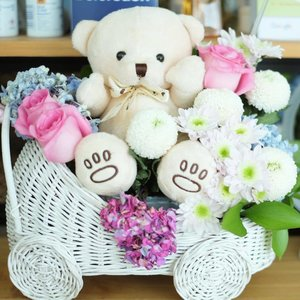 Thank you @lisadepe ❤❤ . . . #gift #bouquet #bouquetofflowers #teddybear #birthdaygift #clozetteID #dailyphoto #cutethings