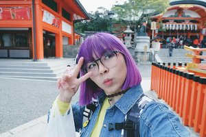 Random selfie at Fushimi Inari because I just love it that much and want to take pics of every corner hahaha. Anyway, new post about 3 things you need to travel without worry in Japan. Link in bio 🇯🇵 . . . #clozetteid #beautynesiamember #japantravel #histravelindonesia #japan #BigDreamerInJapan #fushimiinari #kyoto #explorekyoto #enjoyjapan #japanloverme #ggrep #travel #wanderlust #abmtravelbug #여행스타그램 #여행 #여행그램