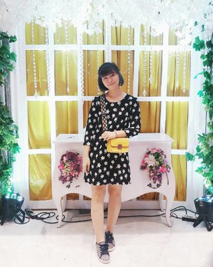 Wearing sneakers- even on wedding 👟 . . . #clozetteid #fashionblogger #fashiondiaries #ootd #ootdindo #lookbookindonesia #ggrepstyle #styleblogger #fashiongram #kfashion #fashionaddict #wearjp #fashionblog #패션 #패션스타그램 #패션그램 #옷 #옷스타그램 #스트릿패션 #패피 #今日のコーデ #今日の服 #コーデ #ファション