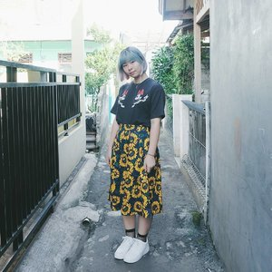 Sunflower skirt from @rosegal_official 🌻 Read more about my haul + review on #bigdreamerblog 🤗 . . . #clozetteid #fashionblogger #fashionbloggerstyle #fbloggers #fashionblog #stylebloggers #ootd #ootdindo #lookbook #lookbookindonesia #cgstreetstyle #gogirlmagzstyle #styleinspiration #rosegal #fashionreview #coordinate #streetstyle #jfashion #패션 #패션스타그램 #인스타패션 #스트릿패션 #패션블로거 #コーディネート #今日の服 #今日のコーデ #ファション