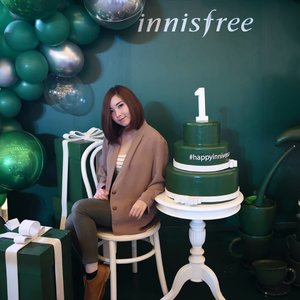 Happy 1st #inniversary @innisfreeindonesia 🎉 I'm so glad you came to Indonesia and bring some love for us. Proud to be #innifriends . . . . . #party #event #blogger #bloggerstyle #bloggerlife #lifestyle #lifestyleblogger #fashionblogger #fashionista #instafashion #youtuber #picoftheday #bloggers #instablogger #lifestylebloggers #korea #ulzzang #korean #makeupbloggers #clozetteid #skincare