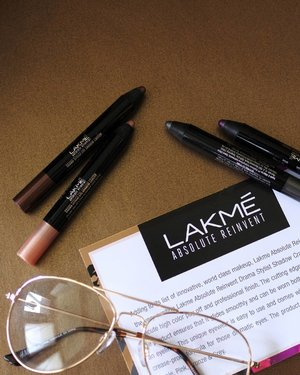 Introducing my current favourite eyeshadow, @lakmemakeup Drama Stylist Shadow Crayon. The best eyeshadow crayon so far. It has creamy texture, smooth, smudge proof, crease proof, no powdery, pigmented, and longlasting. Available in 4 shades : Purple, Pink, Bronze & Grey. Get these product at lakmemakeup.co.id #lakmegoestolondon . . . . . #like #instagood #photooftheday #follow #instalike #instamood #picoftheday #instadaily #bestoftheday #igdaily #followme #webstagram #instamood #picoftheday#bestoftheday #instadaily #igdaily #instagramhub #instacool #me #photo #clozetteid #makeup