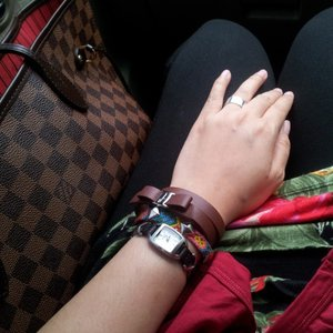 #louisvuitton #lv #damierebene #neverfull #salvatoreferragamo #ferragamo #bowbracelets #friendshipbracelet #fossil #watch #armparty #armcandy #armswag #outfitoftheday #ootd #clozetteid