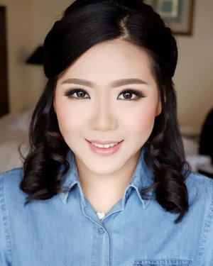 Makeup by @shelleymuc @shelleyssebastian HairDo by @suci_hairdo  #makeup #beauty #shelleymuc #surabaya #makeupartist #mua #shelleymakeupcreation #beforeafter #clozetteID #makeover #muasurabaya #muaindonesia #hairdo #soft #softmakeup #beautifulgirl #softsmokey #glammakeup #glamourmakeup #makeupartistsurabaya #surabayamakeupartist #correctivemakeup #monolid #monolidmakeup